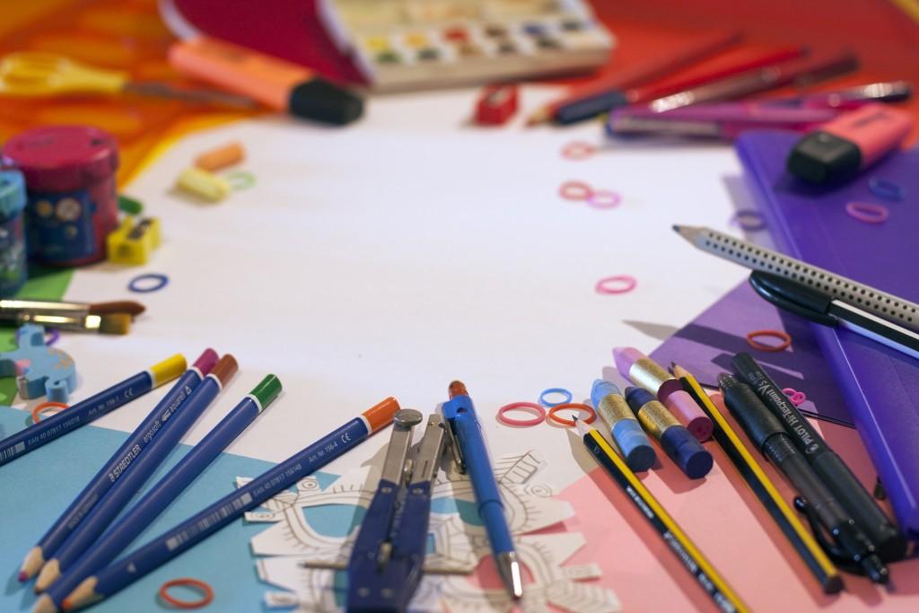 school-supplies-1695563_1920
